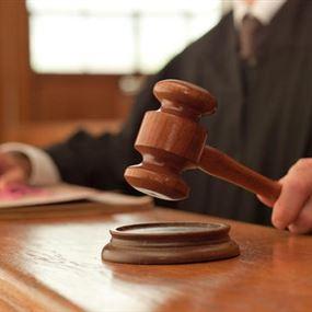 قاض يساعد بدفع كفالة سجين في سجن جب جنين
