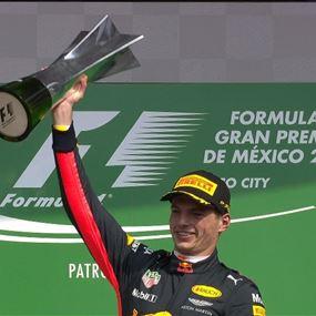 هاملتون يحرز لقب بطولة الفورمولا واحد للمرة الرابعة بتاريخه