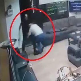 توقيف المواطن الذي حاول قتل مختار صور (فيديو)