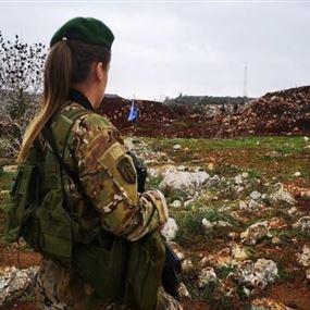 جندية لبنانية بمواجهة قوات العدو الإسرائيلي