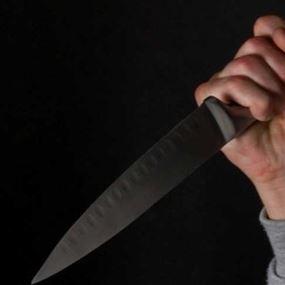 طعنه بسكين مطبخ.. لرفضه تأمين فرصة عمل له!