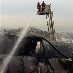 بالصور والفيديو: السيطرة على حريق معمل البلاستيك في رومية
