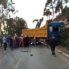 سائق سوري يصدم مسناً بشاحنته ويرديه قتيلاً