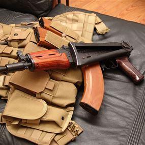 الكلاشنكوف والمسدس بألف دولار.. و100 دولار للتهريب