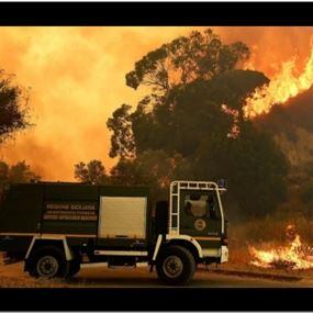 القبض على رجال إطفاء يشعلون حرائق عمدا لتلقي أجر إطفائها