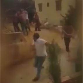 بالفيديو.. حجارة وسكاكين بين السوريين في المنصورية