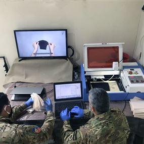 بالصور والفيديو: الجيش يصنع كمامات بمواصفات طبية وصحية