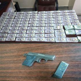 ضبط مبلغ مزيّف بقيمة /64200/ دولار أميركي وتوقيف المروّج