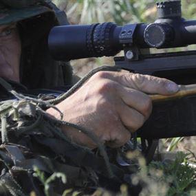 بندقية قنص صامتة يستخدمها الجيش السوري