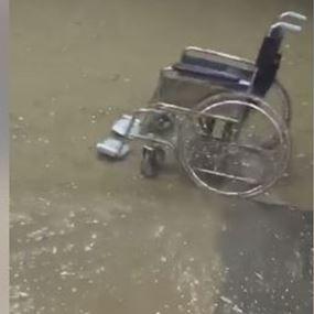 بالفيديو: الأمطار تجتاح المستشفى وتحول سوق جبيل الى نهر جارف