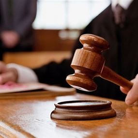 مذكرة توقيف بحق قنصل وعقيد في الشرطة القضائية