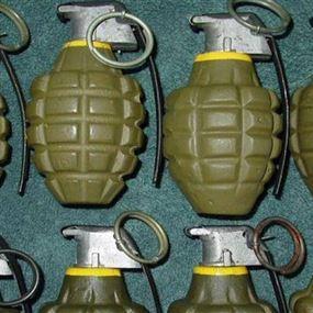 العثور على علبة تحتوي 7 قنابل يدوية
