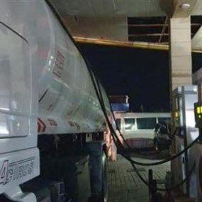 يهرّبون البنزين من محطة في الرميلة لبيعه بالسوق السوداء