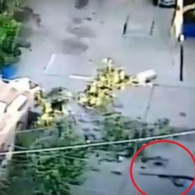 قتل شقيقته وأصاب ابنتها بسبب خلاف على إرث عقاري! (فيديو)