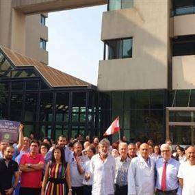 اعتصام في مستشفى الشرق الأوسط الصحي بصاليم