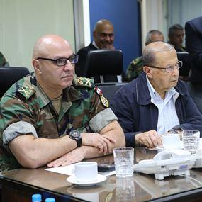 الرئيس عون من غرفة العمليات في الجيش: عقلنا وقلبنا معكن