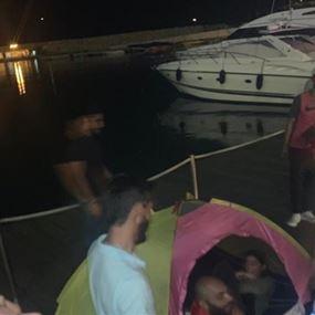 المحتجون نصبوا الخيم داخل الزيتونة باي