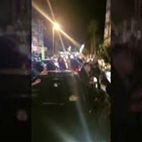 بالفيديو: تظاهرة أمام منزل سمير الخطيب
