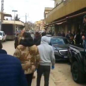 تدافع وإطلاق نار أمام مبنى عصام فارس البلدي في حلبا