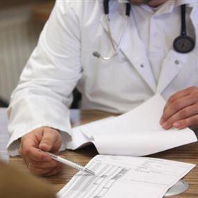 الضمان الإجتماعي يفسخ العقود مع 6 أطباء وصيدلي