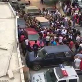 بالفيديو: قطع الطريق امام موكب جبران باسيل في الجبل