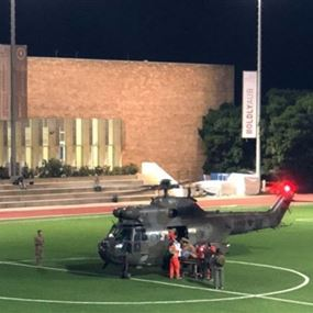 طوّافة عسكريّة تنقل جريحاً للجيش تهبط في ملعب الجامعة الأميركية