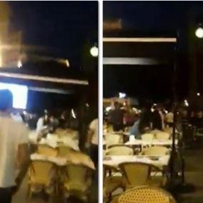 بالفيديو: اشتباك وتضارب بالكراسي بين عمال المطاعم وسط بيروت