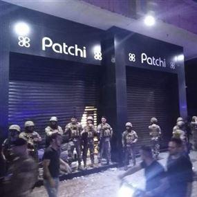 محتجون يقتحمون متجر باتشي في طرابلس (فيديو)