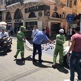 حملة ازالة الصور واللافتات عن الاملاك العامة في طرابلس