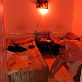 في أحد فنادق لبنان يُمارسن البغاء: شراء وبيع!