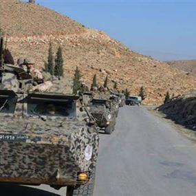 مداهمة مطلوبين سوريين في عرسال وضبط أسلحة ورمانات يدوية