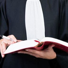 القاضي منصور أحال محامية وطبيب على جنايات جبل لبنان