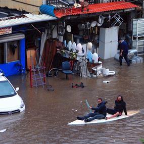 امطار طوفانية تهدد السواحل اللبنانية بالغرق