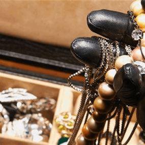 عاملة اثيوبية سرقت مجوهرات من داخل منزل في السبتية