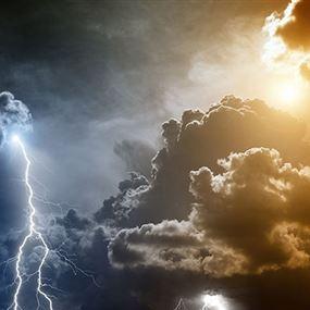أجواء شتوية باردة.. برق ورعد وأمطار
