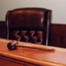 في سابقة هي الاولى من نوعها.. قاض يطرق مطرقة الإعدام!