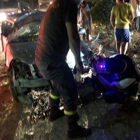 بالصور: تدهورت سيارته واصطدمت بالفاصل الاسمنتي