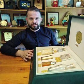 بالفيديو: صندوق من خان الصابون للأمير بن سلمان بآلاف الدولارات