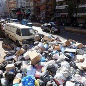 النفايات عائدة الى الطرقات..