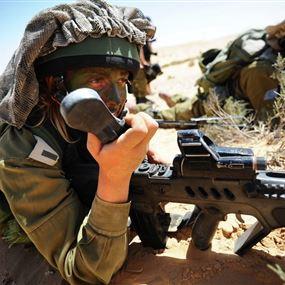 يصوبون فوهات بنادقهم نحو الجيش اللبناني ويوجهون الشتائم لهم!