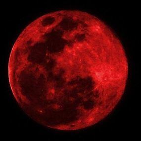 قمر دمويّ وأطول خسوف في القرن الـ21 ليل الجمعة السبت!