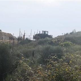 قوات العدو اطلقت قنبلة دخانية في كروم الشراقي
