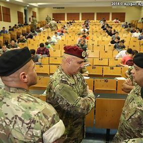 قائد الجيش تفقد مركز الامتحانات للمرشحين للتطوع بصفة تلميذ ضابط