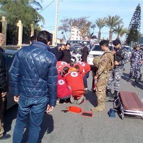 سيارة تصدم رجلاً مسناً أمام مسجد الحريري