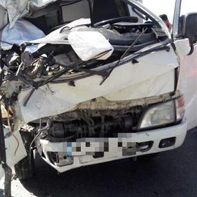 قتيل وجريح اثر حادث بين شاحنتين