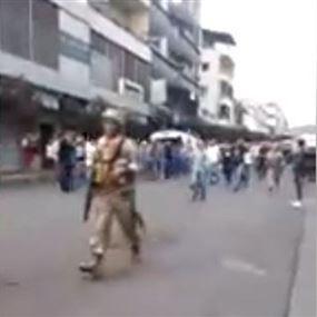 بالفيديو: الجيش يعيد ساحة الاعتصام في النبطية للمتظاهرين