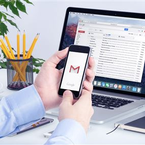 هل تعلم أين يتم تخزين معلوماتك الشخصية الموجودة بالإيميل؟