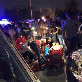 جريحان في حادث بين سيارة وفان