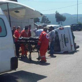 بالصورة: جريحان بحادث سير على طريق القبيات