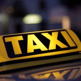أوقَفا سيارة أجرة لتنقلهما الى الجميزة.. فكانت المفاجأة!